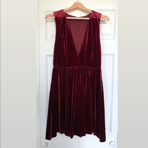 Lucca Couture Dresses & Skirts - Lucca Burgundy Velvet Party Dress
